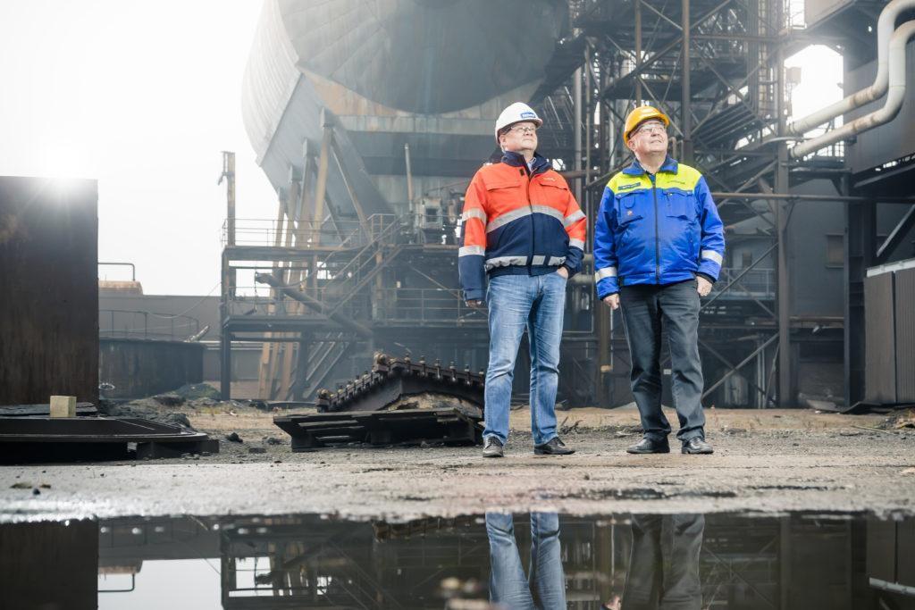 Koverharin terästehdas, Hanko. Kimmo Palomäki, Delete, ja Seppo Haimi, konkurssipesän hoitaja/entinen tehtaan johtaja.